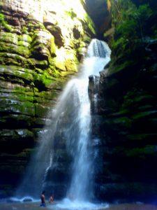 Cachoeira tem 30 metros de queda