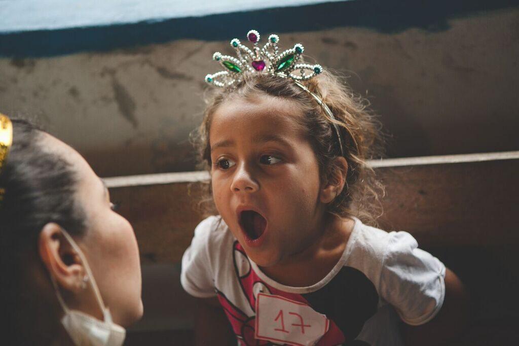 Criança de princesa sendo atendida Foto Bruno Santos/Instituto Barco Sorriso