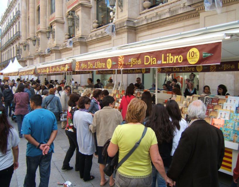 Livrarias também comemoram as vendas. Vende-se oito vezes mais livros que em qualquer época do ano.