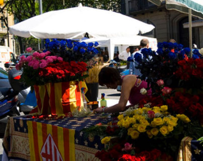 Um milhão de rosas. De acordo com a prefeitura (Ayuntamiento) de Barcelona, em 2016 foram vendidas 900 mil rosas.