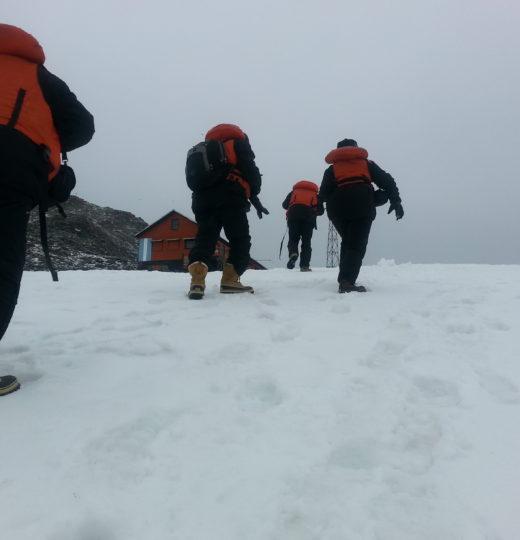 Caminhada na neve Antartica