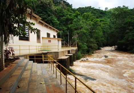 A PCH Apucaraninha fica entre Londrina e Tamarana, no nort e do Paraná, e teve o seu início de operação comercial em 1949, com o aproveitamento do Salto Grande, no Rio Apucaraninha. Foto Gislene Bastos