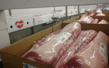Corte suíno para exportação na Alegra Foods