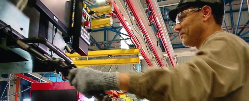 Trabalhador na fábrica da Volvo