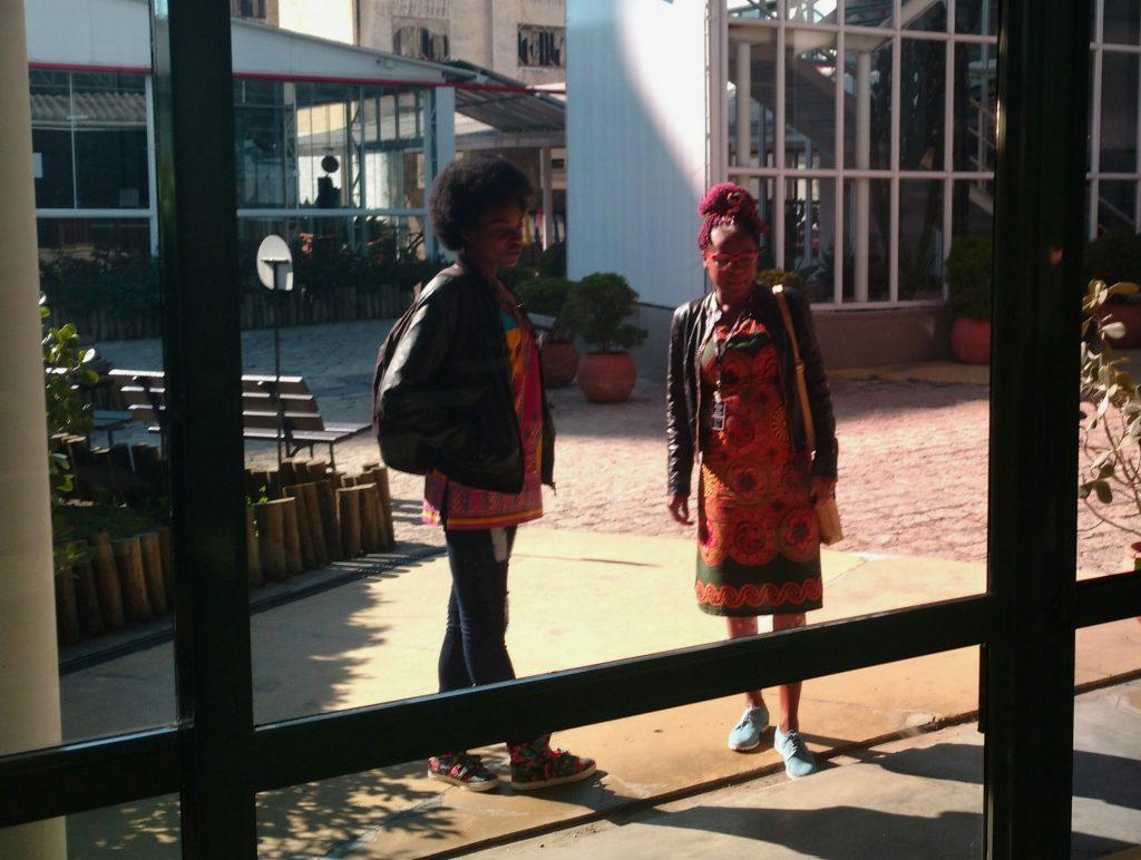 Amanda Kissua e Bruna da Costa são refugiadas angolanas estudantes bolsistas do curso de Processos Gerenciais oferecido pelo ISAE em parceria com a ONU.