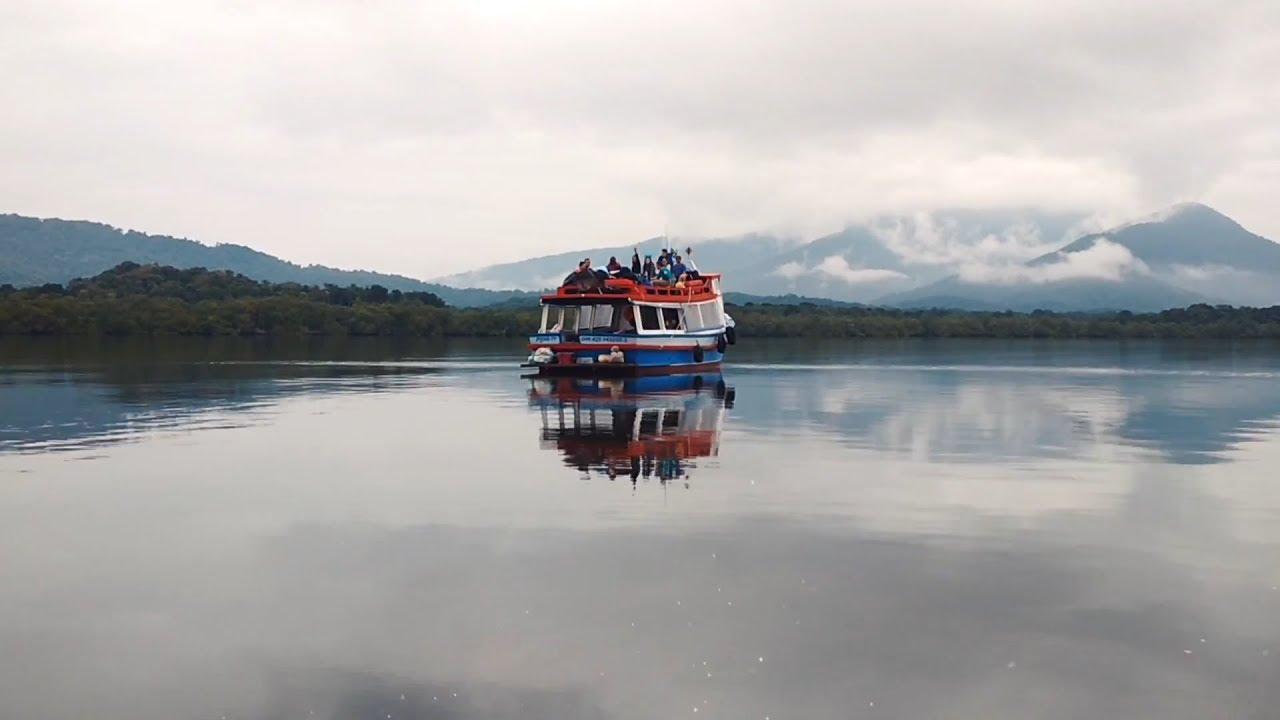 Barco-Sorriso-presta-atendimento-nas-ilhas-do-litoral-do-Paraná-Brasil