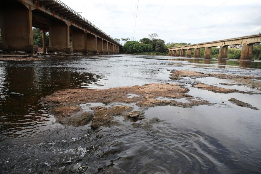 Rio Tibagi na divisa entre as cidades de Ibipora e Jataizinho no norte do Paraná.   13/05/2020 -  Foto: Geraldo Bubniak/AEN